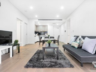 Brand New 3Bed Apt   Close to CBD  Airport & Shops