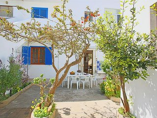 Spacious house in the center of Torre Dell'Orso with Parking, Washing machine, A