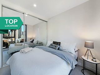 A Modern & Cozy CBD Suite Near Melbourne Central