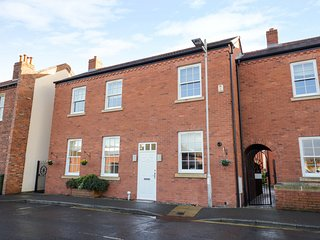 7 MART LANE, WiFi, dog-friendly, Stourport-on-Severn
