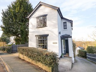 CHALK COTTAGE, pet-friendly, WiFi, in Upper Wyche