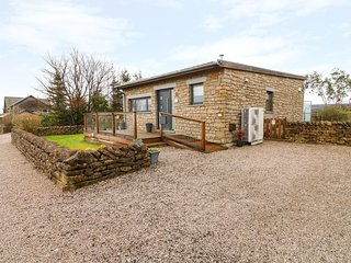 ONE CLEARWATER*JACKDAWQUARRY, hot tub,WiFi, electric fire, balcony, Carnforth