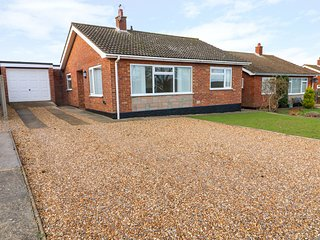 ELLIOT'S RETREAT, modern cottage with countryside views, Sheringham