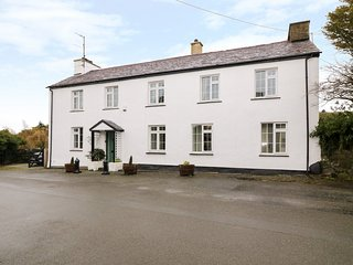 BRYN ABER, pet-friendly, WiFi, Llangybi