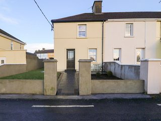 35 LAUNE VIEW, contemporary, woodburner, WiFi, Killorglin
