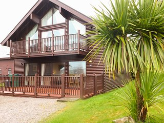 LODGE SIXTY SIX, pet friendly, WiFi, in St Columb Major