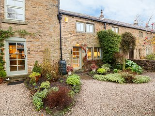 PLOVER COTTAGE, WiFi, countryside location in Edale