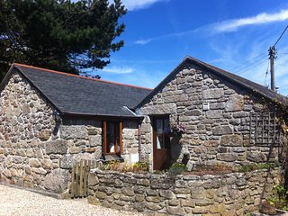 NAMPARA BARN, WiFi, pet friendly, near St Just