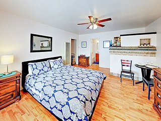 Beachside Studio w/ Deck -- 200' to Ocean, Walk to Dining & Shopping