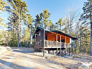Spruce Cabin on Beach Path Road - Enjoy Private Beach Club Access!
