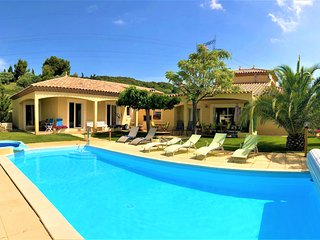 Villa Lumineuse, Large 6 bed Villa with private pool