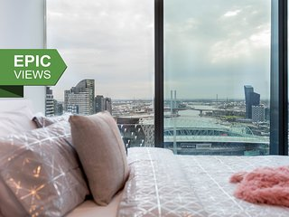 A Cozy CBD Suite with a Gorgeous View of the Yarra