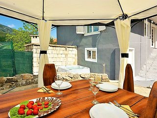 Vorca Holiday House with Jacuzzi