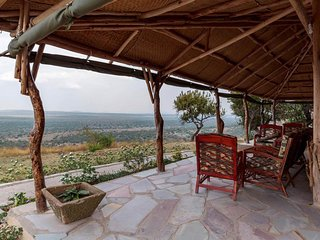 Relax at the Eagle's Nest Lodge after a safari in the Mburo National Park
