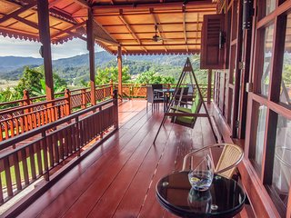 Magnificent Views - Luxury Traditional - HillTop - WOW HOLIDAY HOMES