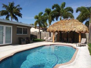 ★ NEW ★ 3 Bdrm/2 Bath Private Home w/ Pool ★ Near Beach, Dining