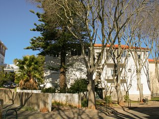 Spacious apartment in the center of Cascais with Parking, Internet, Washing mach