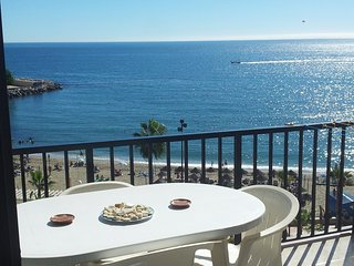 Spacious apartment a short walk away (70 m) from the 'Playa de Santa Amalia' in