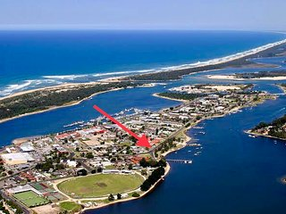 The Wheelhouse - 2BR Waterfront Apartment in Lakes Entrance.