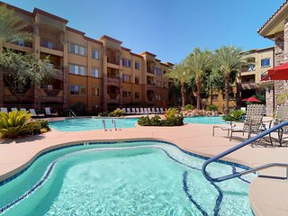 NEW LISTING! Cozy condo w/shared pool/hot tub-near entertainment, golf & hiking