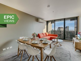 A Modern 2BR CBD Apt + City Views + FREE Parking