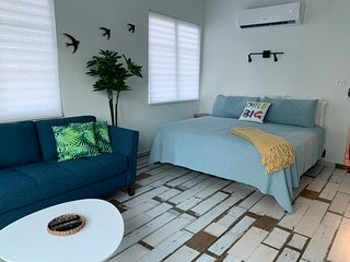 ★Penthouse 413 Loft   Eco-Friendly Studio   Ocean View Balcony   Steps to Beach★