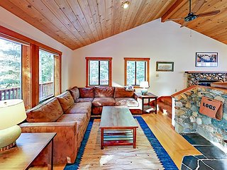 Ultra-Private Mountain Retreat w/ Sauna, Game Room & Tahoe Donner Amenities