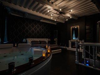 Suite sur 3 niveaux. Spa, jacuzzi, sauna et hammam