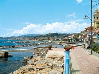 Caramagna Ligure Holiday Home Sleeps 9 with Free WiFi - 5715616