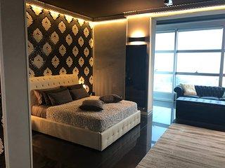 "Luxury Loft ""Black & White"""