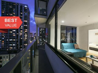 A Modern 2BR Home + Pool & Gym Near Southern Cross