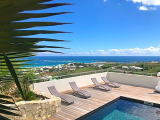 ATLANTIQUE... gorgeous panoramic views over Orient Bay!  Modern, affordable fami
