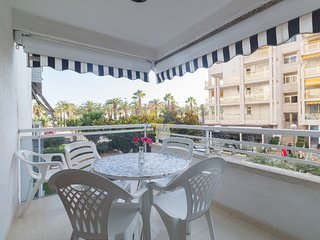 6 pax apartment located just 50 meters. from the main beach of Salou.