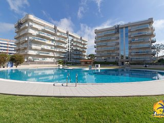 Great ground floor with garden with A / C and communal pool in Salou.