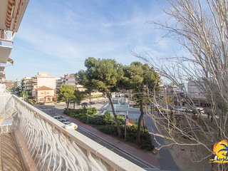 Beautiful apartment renovated 6 pax with A/A 100 meters from Salou Beach.