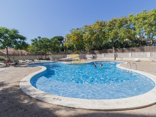 Nice apartment 6 pax with A / C and pool in the tourist center of Salou.