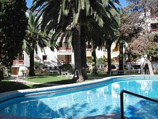 4 pax apartment with communal pool in Playa Llevant, Salou.