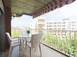 Spacious apartment 6pax at 20 mts. From the beach of Salou.