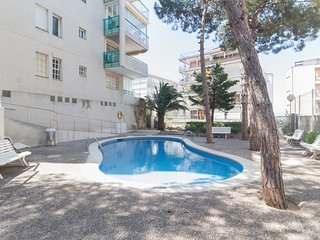 Nice apartment, sea views for 4 pax with communal pool