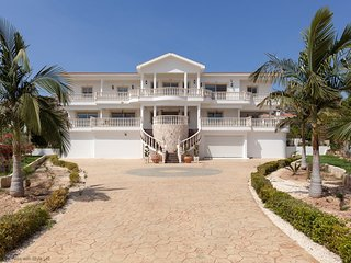 Villa Sovereign, 7 bed, Private Pool, Hot Tub, Amazing Views, Close to Coral Bay