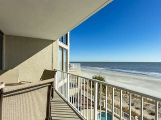 Luxurious Oceanfront  Condo with Free Water Park, Aquarium, Golf & More Every Da