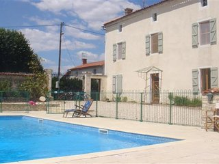 Les Hirondelles - beautifully restored 3 bedroom detached country house