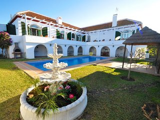 Beautiful and spacious Villa in Almunecar with 5 bedrooms and private pool