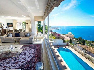 Beautiful Villa with incredible views and private pool for eight people