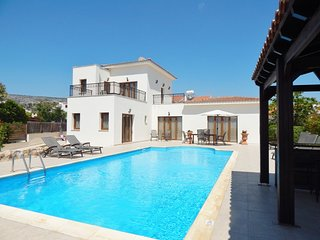Beautiful 3 Bed Villa with Stunning Views