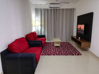 3 Bedrooms Apartment Near i-City Aisaac Guesthouse Wifi Breakfast