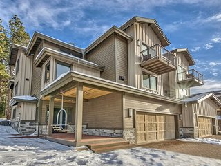 Gorgeous Townhome with Lake Views & Steps to Gondola