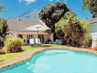 Hout Bay Beach Cottage - 100 meters from the beach