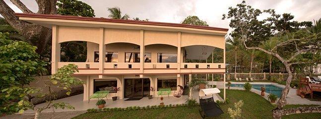 Villa de lujo frente al mar de 5 dormitorios en la playa de Jacó