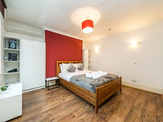 Spacious 1 bedroom apartment Old Street